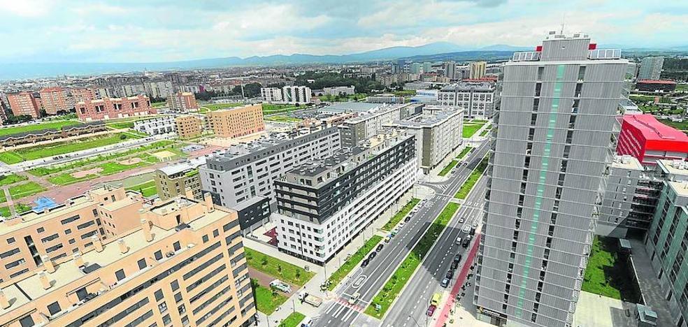El Gobierno vasco baraja tres opciones para el tranvía por el Bulevar de Salburua