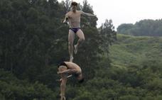 Los entrenamientos de los clavadistas de Red Bull en las piscinas de Martiartu