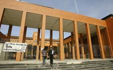 Quedan en libertad los 3 imputados por enaltecimiento del terrorismo tras los registros de la Guardia Civil la UPV en Vitoria