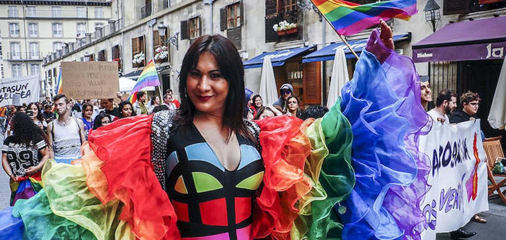 Álava destapa su orgullo de color arco iris