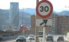 El primer día a 30 por hora en Bilbao transcurre sin incidencias