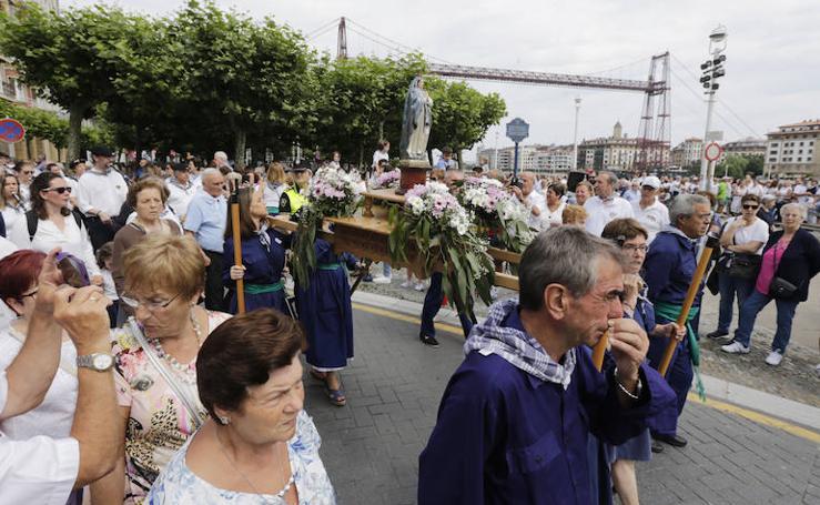 La Virgen de la Guía se da un baño de masas en Portugalete