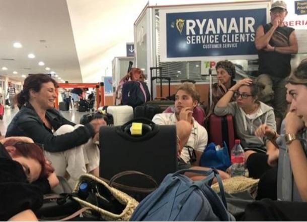 Cinco jóvenes tiradas en Marrakech desde el viernes al cancelarse un vuelo de Ryanair