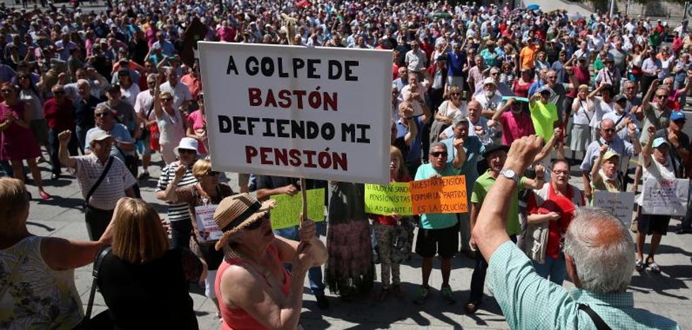 Los jubilados vizcaínos mantienen de momento sus protestas de los lunes