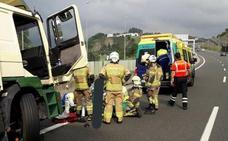 Herido grave un camionero al salirse de la calzada y chocar contra la mediana en Abadiño