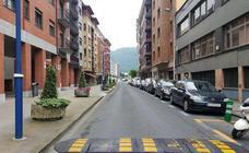 Vecinos de Etxebarri piden quitar los aparcamientos de Egetiaga Uribarri
