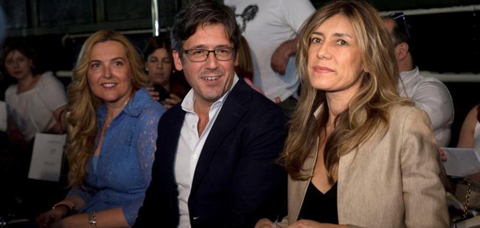 La mujer de Pedro Sánchez acude al desfile de Juana Martín