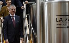 Urkullu agradece a los creadores de la cerveza La Salve su esfuerzo y tesón