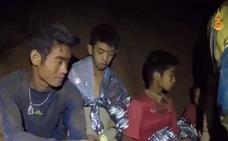 «Mamá, papá, no os preocupéis, estamos bien», la carta de los niños atrapados en la cueva de Tailandia