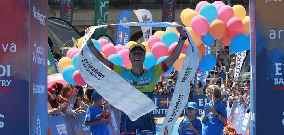 George Goodwin y Judith Corachán se imponen en la media distancia del triatlón de Vitoria