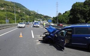 La A-8 recupera la normalidad tras retenciones de hasta 7 kilómetros a causa de un accidente en Zierbena