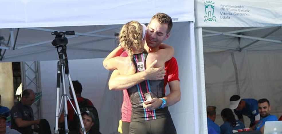 A la triatleta Cristina Roselló le esperaba un anillo en la meta