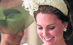 Isabel II no asiste al bautizo de su bisnieto Luis