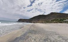 Fallece una vitoriana tras caer por un barranco de 30 metros en Cabo de Gata