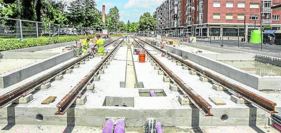 El Consejo Social pide frenar nuevas líneas del tranvía en Vitoria