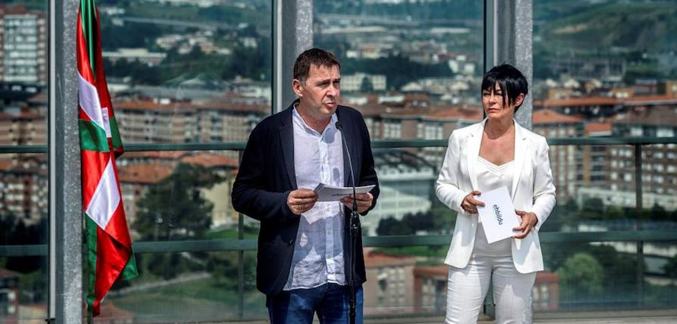 Otegi califica de «histórico» el acuerdo entre el PNV y EH Bildu sobre la reforma del Estatuto