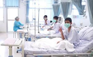 Primeras imágenes en el hospital de los niños rescatados de la cueva en Tailandia