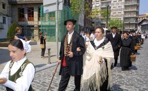 Lekeitio cursa las invitaciones para la boda vasca de este fin de semana