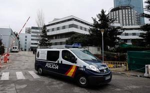 La Policía revisa las cámaras de La Paz y trata de identificar al muerto hallado en el hueco del ascensor
