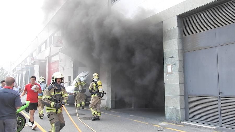 Hallan un cadáver al sofocar un incendio en el garaje de un edificio de oficinas en Leioa