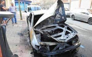 Dos coches quemados esta madrugada en Barakaldo en apenas media hora