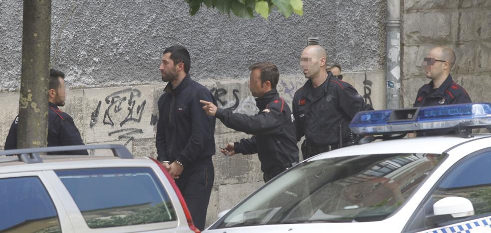 Detienen a dos ladrones de pisos en el mismo portal del que huyeron el martes