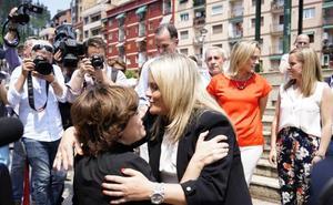 «La prioridad no puede ser el regreso de los presos de ETA a Euskadi», dice en Ermua Sáenz de Santamaría