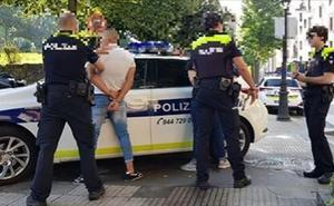 Dos detenidos tras atracar con un arma simulada una gasolinera de Sestao