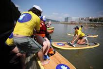Piraguas, traineras y paddle surf en la ría de Bilbao