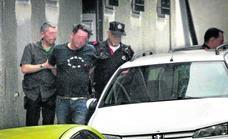 Un hombre atrincherado con dos armas de aire comprimido desata la alarma en Bolueta