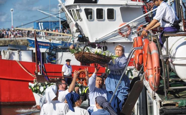 La procesión de la Virgen del Carmen en Santurtzi, en imágenes