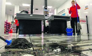 Limpieza intensiva en Vitoria un día después de la tromba