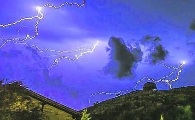 Muere un vecino de la localidad alavesa de Ilarduia en medio de la tormenta. «Ha tenido que cogerle un rayo»
