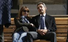 Sarkozy, siempre con Carla