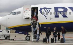 Ryanair cancela las conexiones de Vitoria con Sevilla y Tenerife del día 25