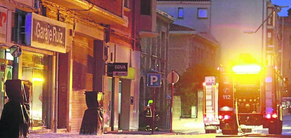 Los vecinos de Avenida de La Rioja urgen a desmantelar la gasolinera urbana