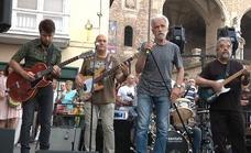 Los Buhos 'corren' por Vitoria durante el Festival de Jazz