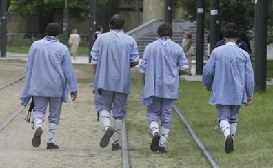 El tranvía de Vitoria modificará sus servicios con motivo del Día del Blusa