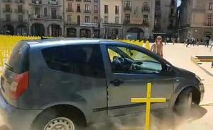 Citan a declarar al conductor que embistió en Vic las cruces por los políticos presos