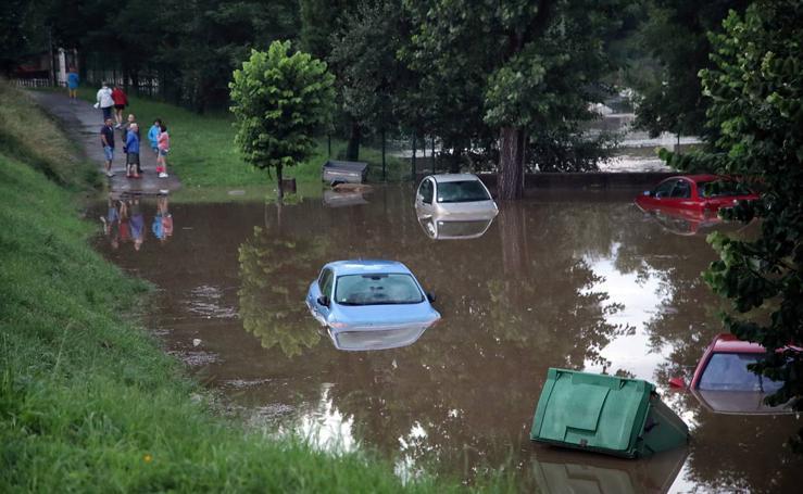 Un intenso aguacero inunda Santillana del Mar en media hora