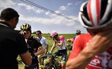 Interrumpen durante 17 minutos la etapa del Tour por un lanzamiento de gases lacrimógenos