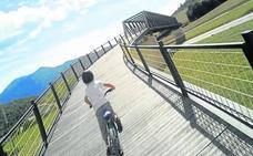Una pasarela de madera conectará los parques de Armentia y Zabalgana
