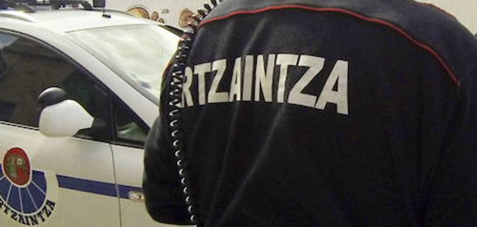 Un exertzaina irá 4 años a la cárcel por estafar a 142 vizcaínos con coches de lujo
