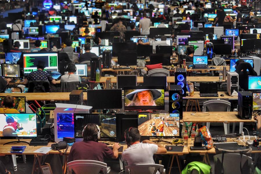 La Euskal Encounter reúne hasta el domingo en el BEC a miles de aficionados a la informática