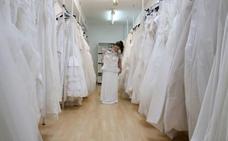 'El pueblo de las novias' que exporta vestidos a 25 países