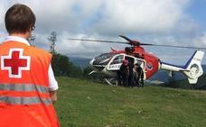 Rescatan en helicóptero a una joven triatleta accidentada en el monte Jarindo de Aramaio