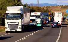 Fomento y la Junta aseguran que trabajan en hacer efectivo el desvío de camiones a la AP-1