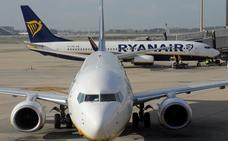 Desalojan un avión de El Prat al incendiarse un móvil de un viajero