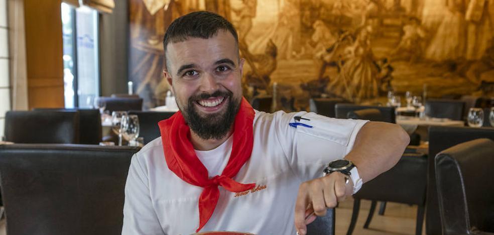 Asier Urbina: «En fiestas siempre trabajo con el pañuelo rojo»