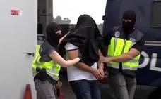 Detienen en una gasolinera de Vitoria a un yihadista que planeaba atentados